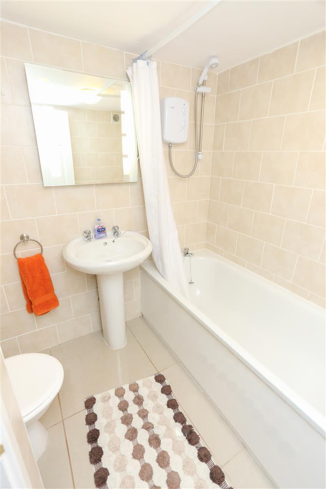 En-suite twin bedroom (ground floor)