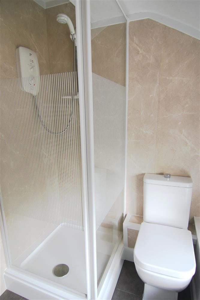Zig Zag Cottage Shower Room (1st Floor)