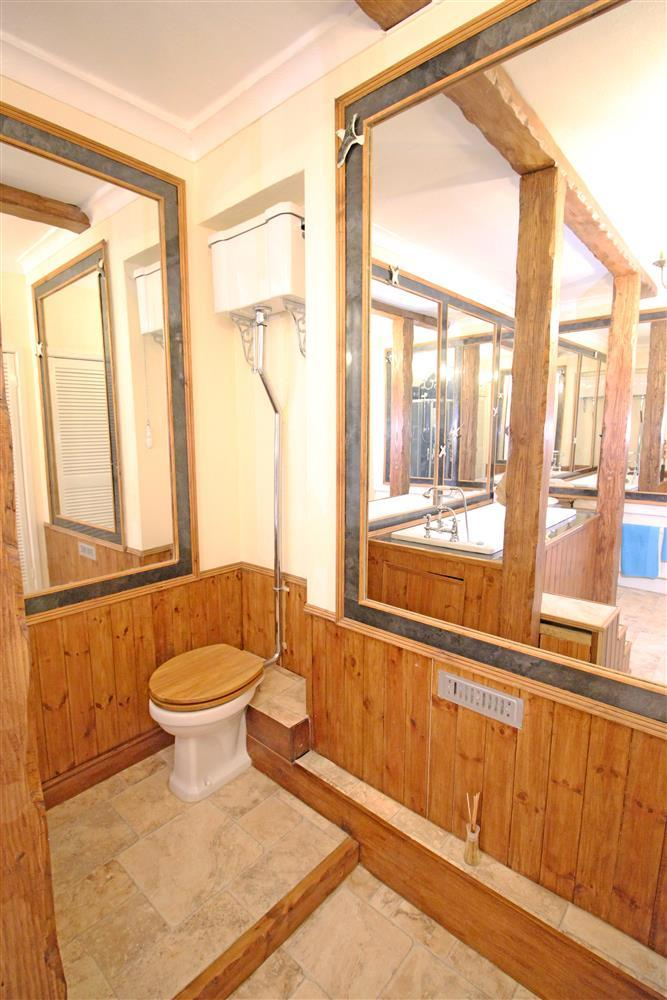 The toilet in the Bathroom on the 1st floor.