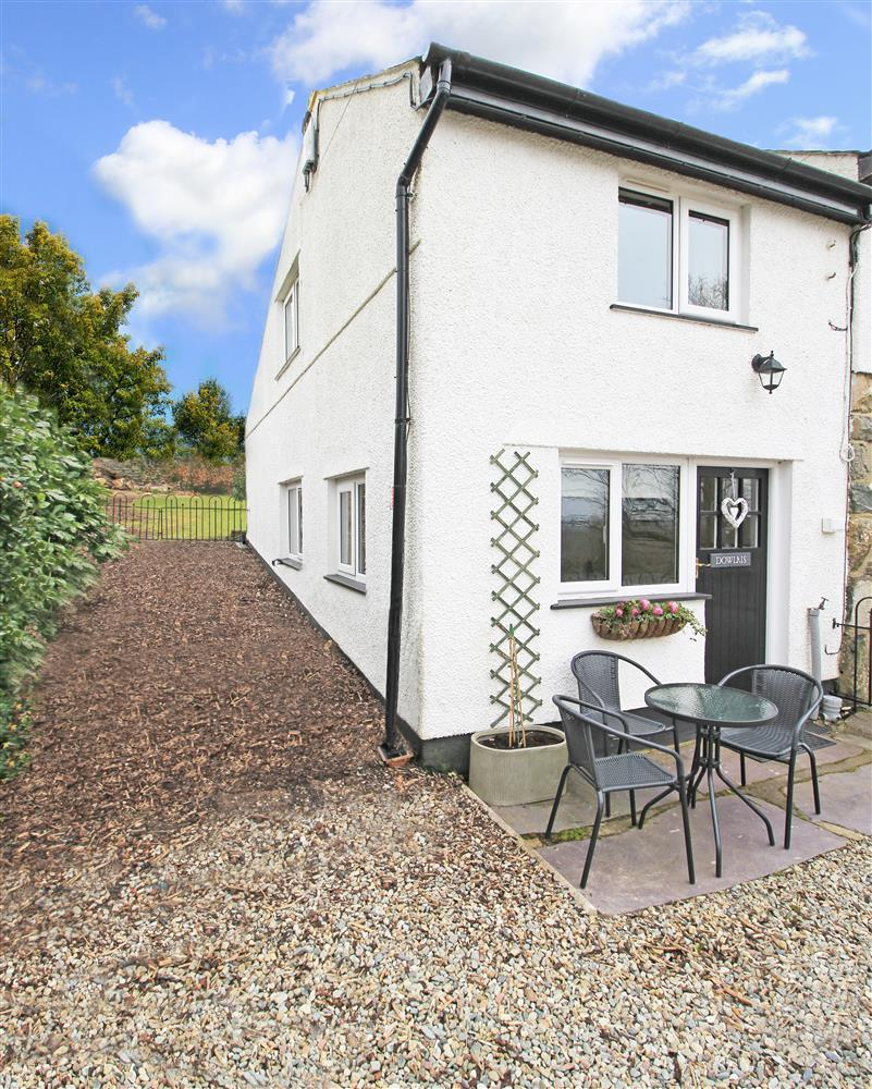 Front Garden Area - enclosed gravel area with outside table & chairs. At the end of the cottage there is access through a little gate to the shared back garden.