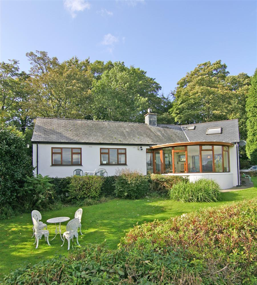 Artist's Cottage, near Portmeirion & Porthmadog with its beautiful enclosed grounds
